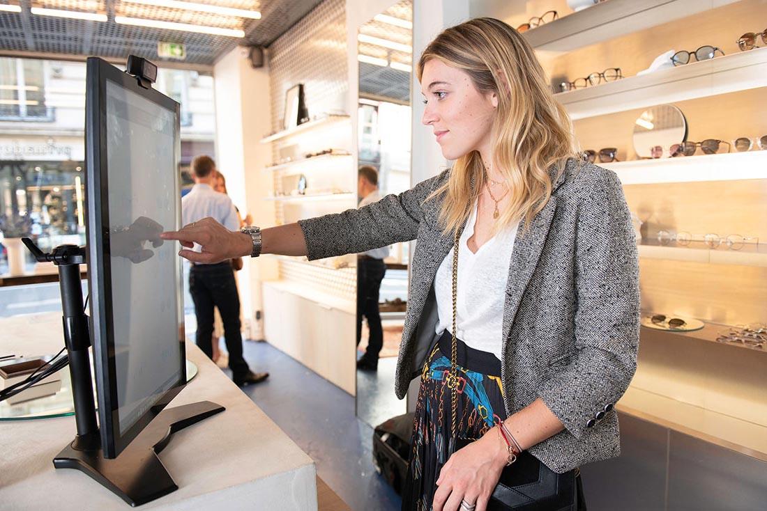 Eyewear Virtual Try-on Instore on tablet